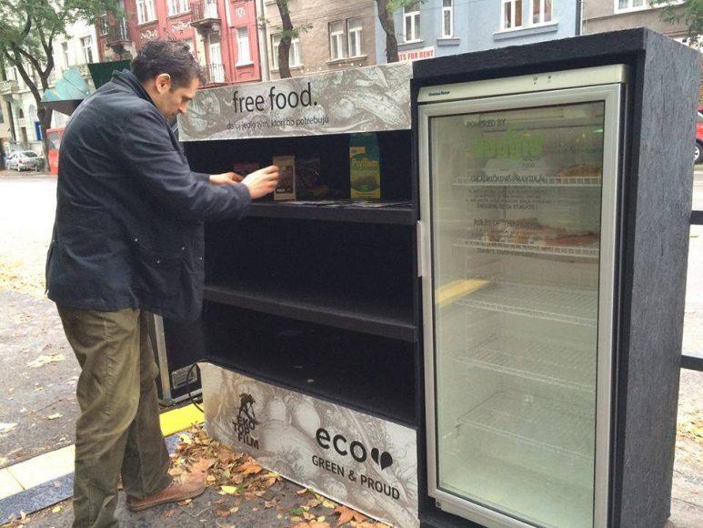 Verejná chladnička v Bratislave už chvíľu bola. FOTO - Archív Free Food