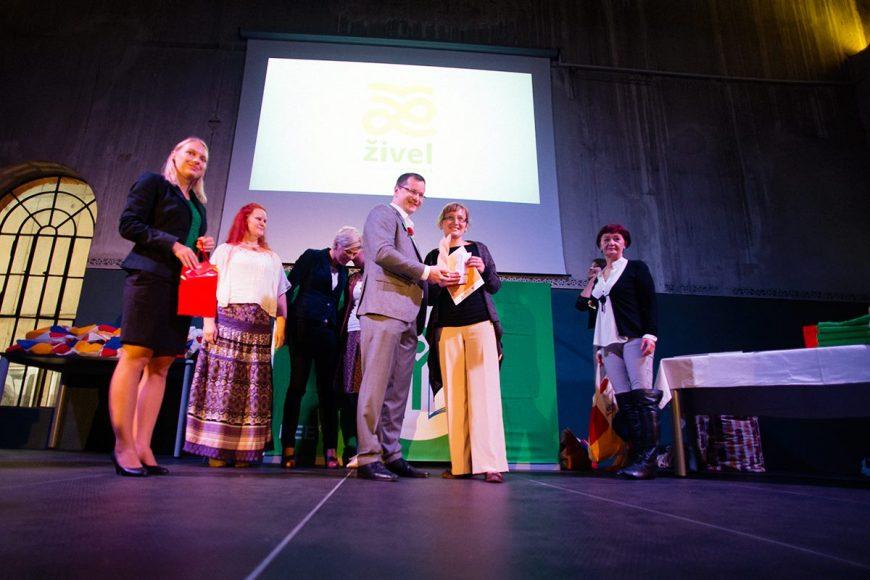 Učiteľka Miroslava Okuliarová vyhrala tento rok cenu environmentálnej výchovy Živel. FOTO - Archív Živica