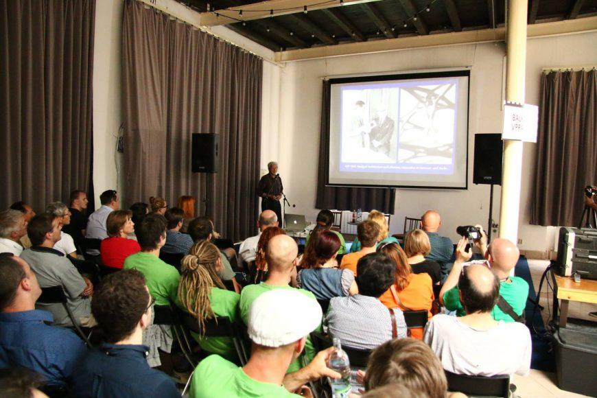 Gernot Minke na prednáške v bratislavskej Starej tržnici. FOTO - Archív OZ ArTUR