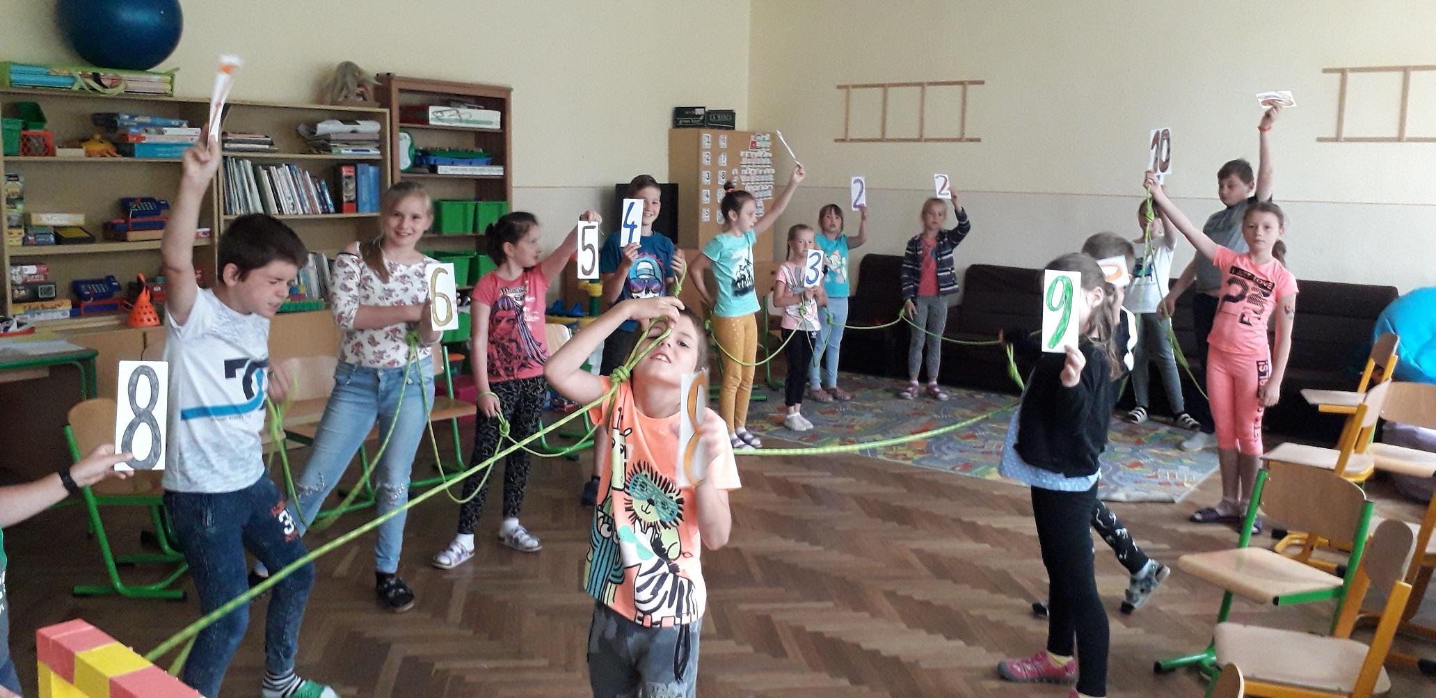 Letná škola dáva priestor vyskúšať vyučovanie v zmiešanej triede či blokovým spôsobom. V Ľubeli sa osvedčila natoľko, že s ňou možno budú pokračovať aj mimo koronu
