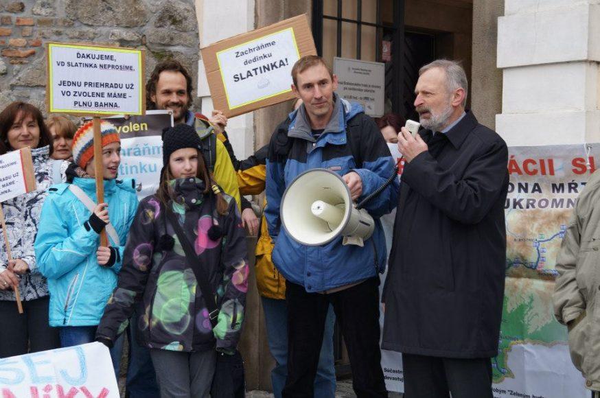 slatinka-protest