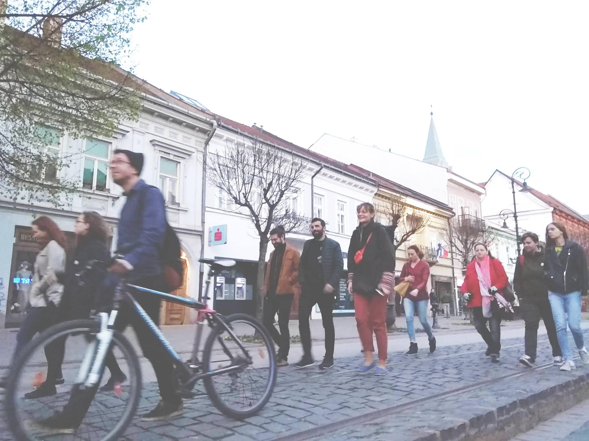 Na výrok o tom, že na východe nič nie je, sa dá pozerať aj ako na príležitosť, hovorí mladý Košičan, ktorý sprevádza turistov po krásach východu