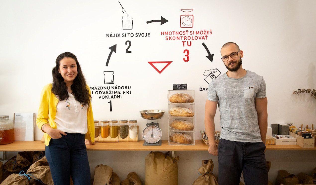 SLOVAKIA GOING ZERO WASTE: Nekupovať zbytočné obaly je minimum, ktoré vie urobiť každý z nás, hovoria majitelia obchodu Bezobalis z Trenčína (podcast)