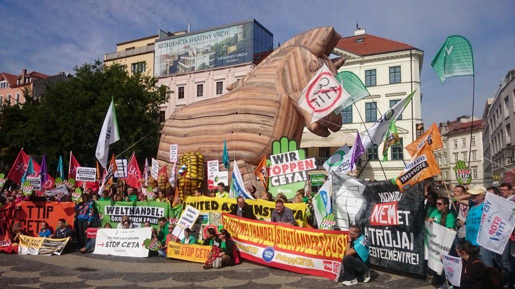 Do Bratislavy prišli protestovať ľudia z celej Európy. FOTO . Autorka