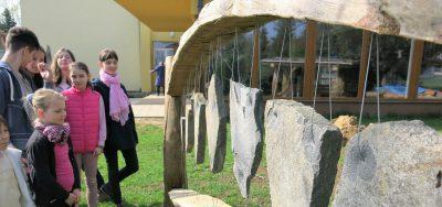 Litofón na základnej škole v Badíne.