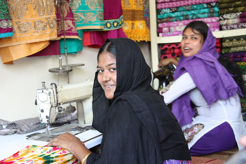 Návrhárka Melisa Minca: Namiesto influencerov by značky mali radšej poriadne zaplatiť šičky v Bangladéši