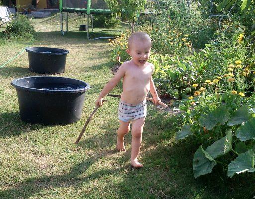 V záhrade môže byť tiež zábava. FOTO - Archív autorka
