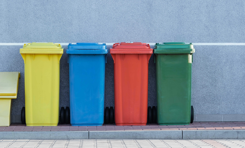 Boj s koronavírusom nahráva jednorazovosti a množstvo odpadu rastie. Ako zabezpečiť a minimalizovať odpad?