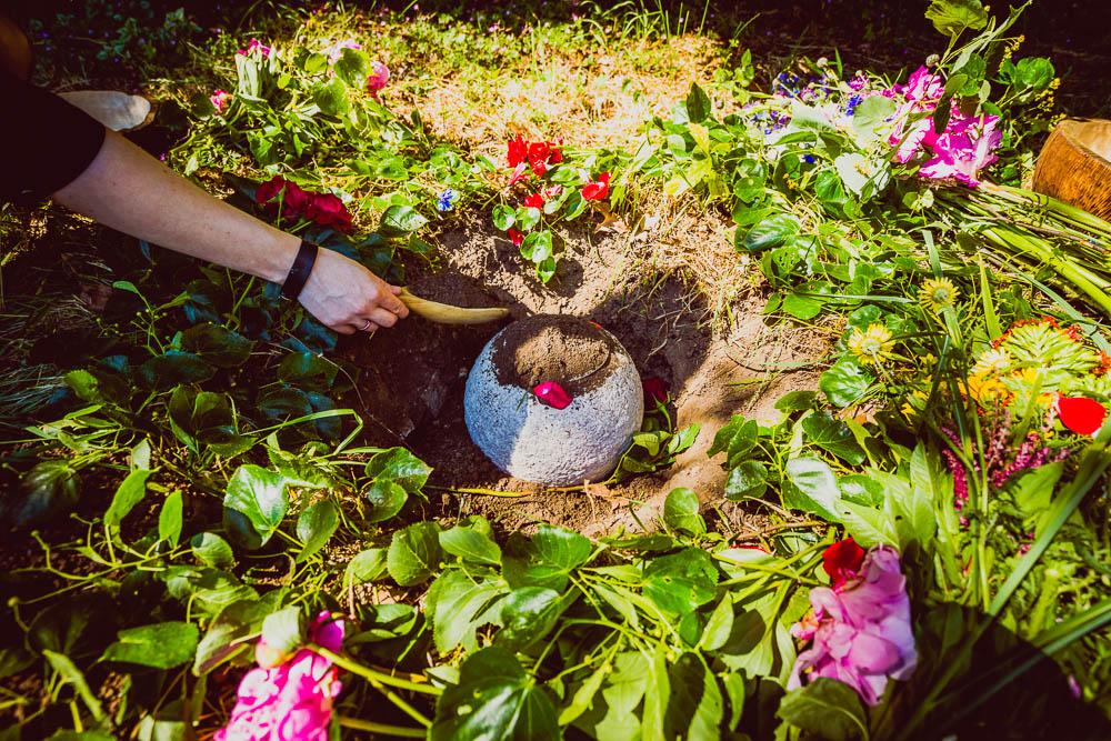 Vo Zvolene budú pochovávať ku koreňom stromov. Prvý prírodný cintorín na Slovensku chce ukázať ekologickejšiu a ľudskejšiu alternatívu