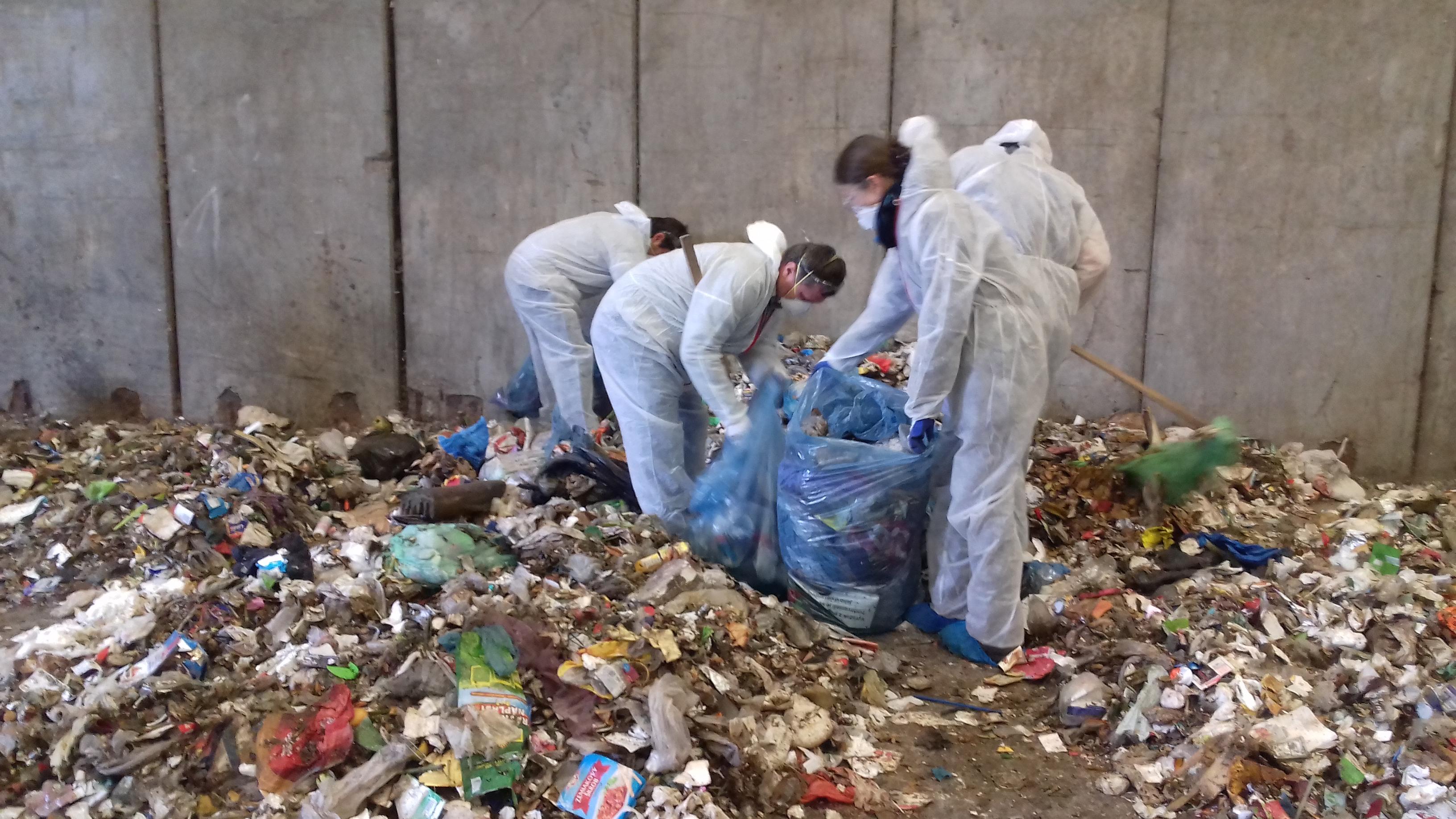 Pozreli sme sa, aká časť zmesového odpadu by sa ešte dala zrecyklovať. Výsledky sú zahanbujúce