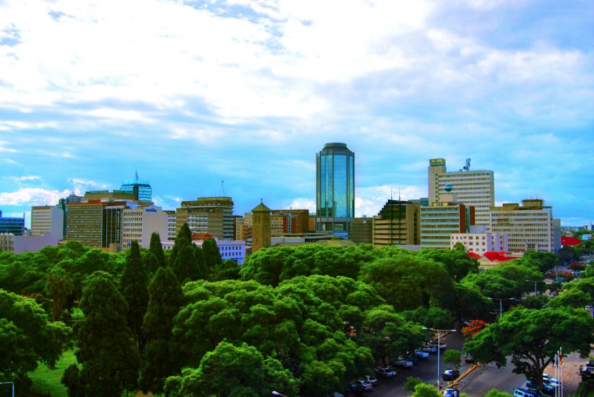Harare – hlavné mesto Zimbabwe – má ďaleko od predstavy bežného slovenského študenta o púšti, chudobe a lenivých ľuďoch v Afrike. Zdroj: Baynham Goredema, Creative Commons