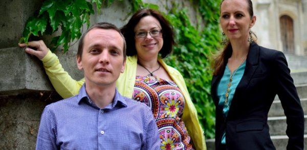 Peter Dráľ a kolegyne z kampane Chceme vedieť viac. FOTO - chcemevedietviac.sk
