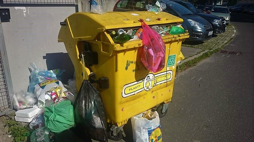 Slováci vyvinuli unikátny systém na monitoring smetných košov. Už sa vám nestane, že vytriedené plasty do preplneného koša nezmestíte