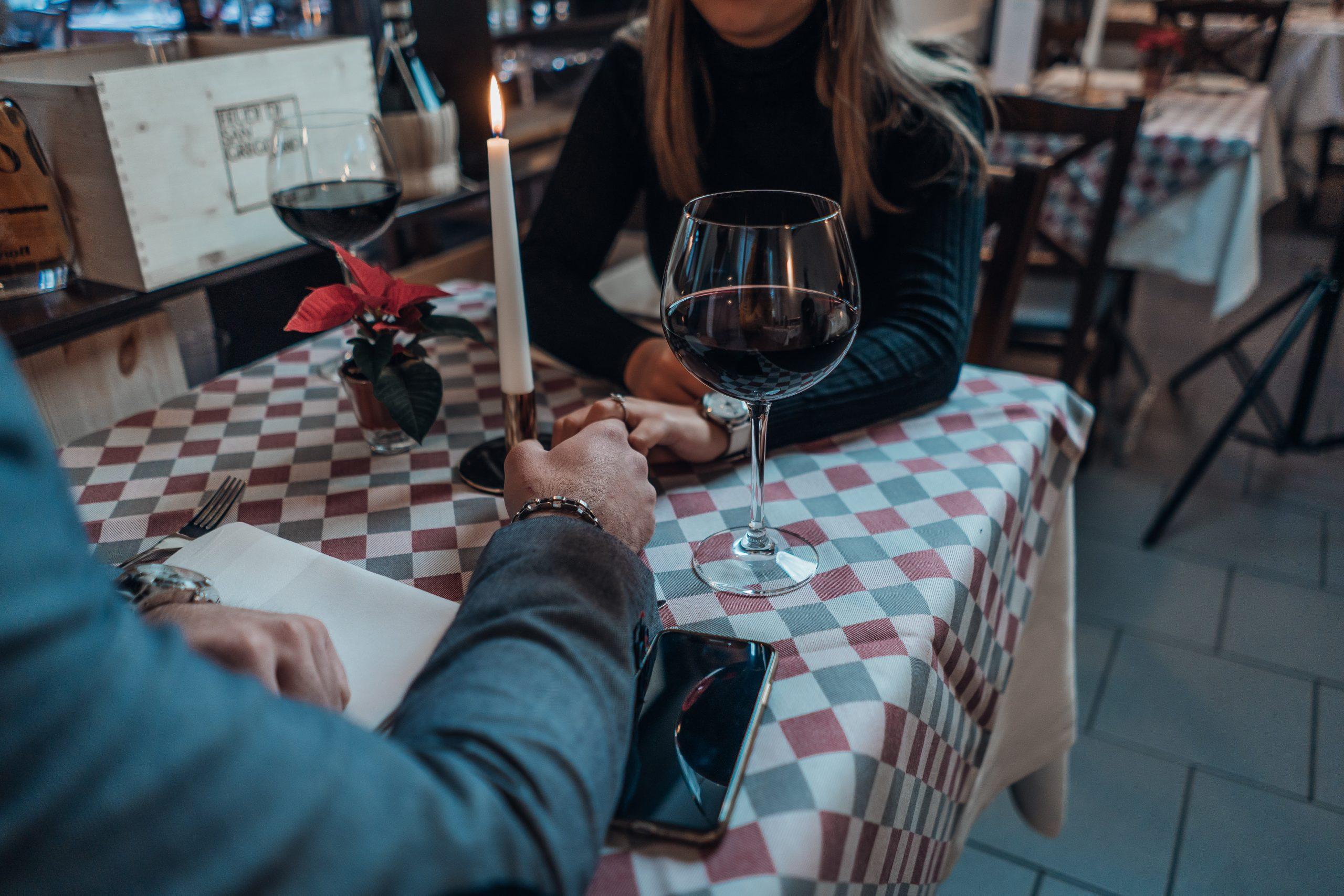 Psychologička: Hľadať si partnera podľa fotky je zradné. Appka priamy kontakt nenahradí (+podcast)