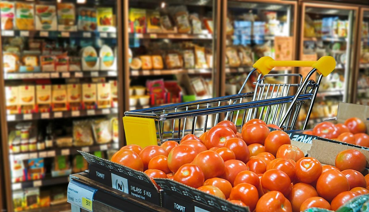 Dizajnér obalov: Pokiaľ bude väčšina ľudí nakupovať v supermarketoch, obalov sa nezbavíme