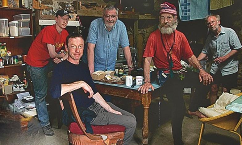 Dylan Evans a účastníci Experimentu utópia. FOTO - hungertv.com