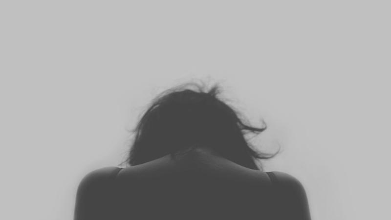 Žijeme vo svete, kde chlapi neplačú. Ako smútiť zdravo? Opýtali sme sa psychoterapeutky